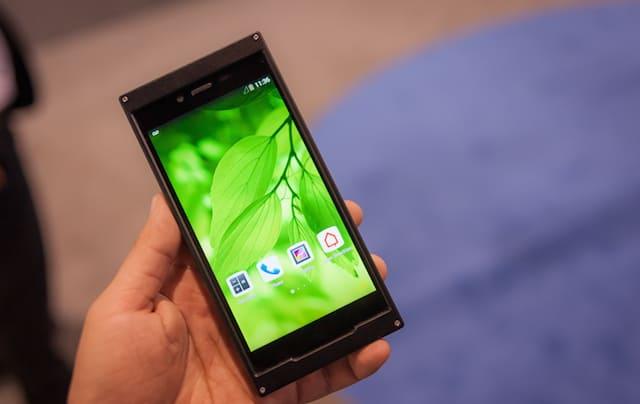 "BKAV Bphone: Vietnam's 1st smartphone: 3GB RAM and ""safest ..."
