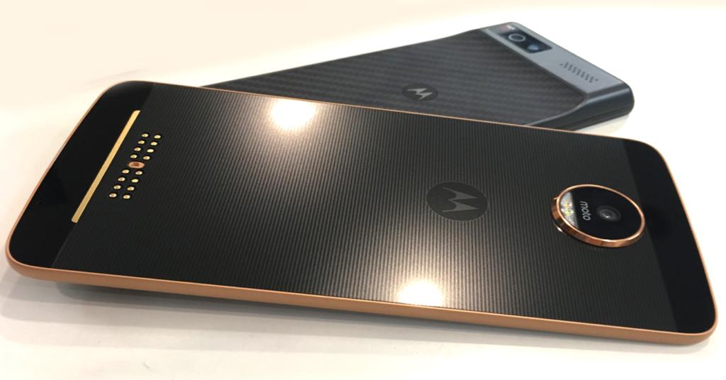 Nokia 9 vs Motorola Moto X5