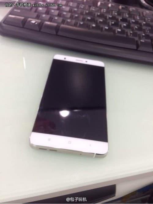 Xiaomi-no-side-bezels-Mi-Note-leak_2
