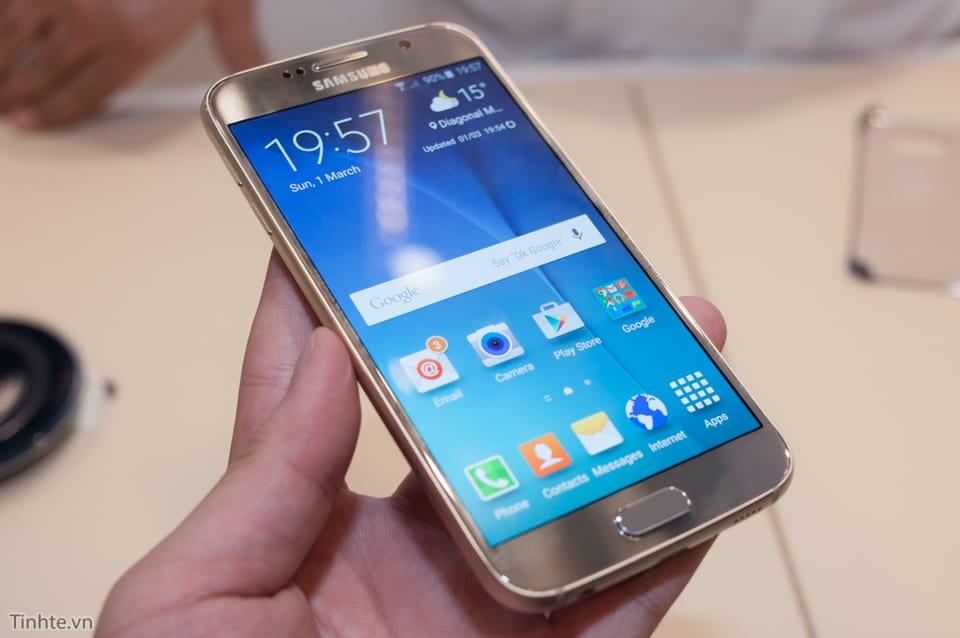 2988360_Tinhte_Tren_tay_Galaxy_S6_thuong_1
